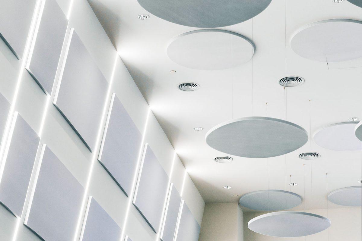 Paneles a modo de islas circulares, ejemplo de ideas de decoración y acústica - sineco.