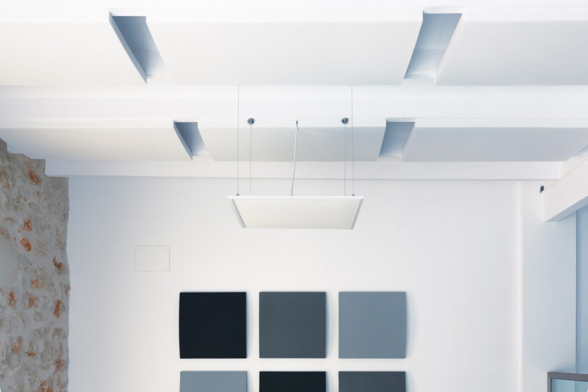 Paneles acústicos decorativos Basic en distintos tamaños, ejemplo de ideas de decoración y acústica - sineco.