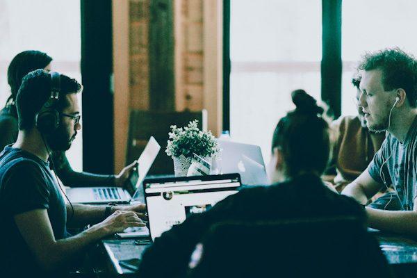 Como influye la acústica en la mejora del clima laboral-oficina2