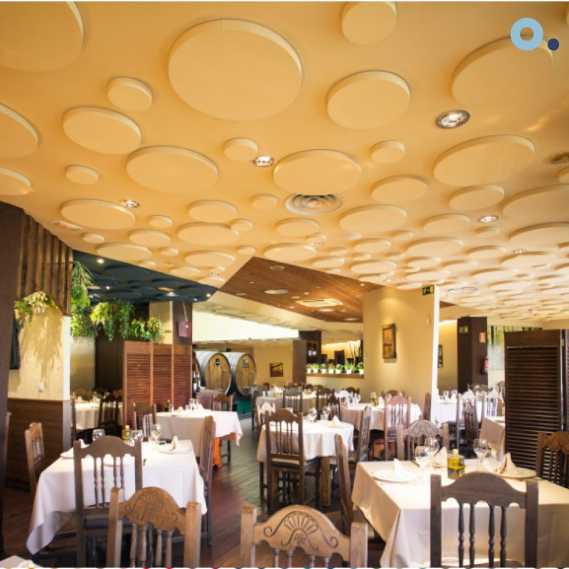 Paneles acústicos insonorizacion restaurante ruido